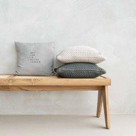 Kussen met jou is alles leuker warm grijs 45x45cm